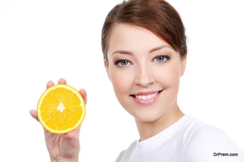 woman-holding-Citrus-fruit