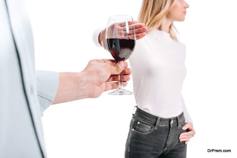 woman-saying-no-to-alcohol