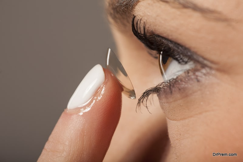 Contact lens for blood glucose monitoring