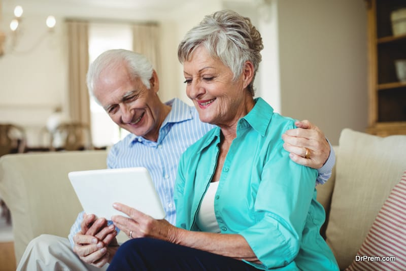 Supporting elders to technology adoption