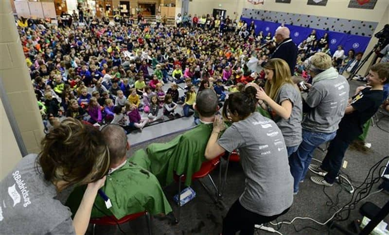 80-students-shave-their-heads-to-support-their-bald-schoolmate-fighting-cancer