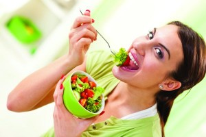 CE_0413_WomanEatingSalad
