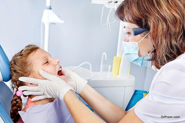 Dentist examining kid's teeth