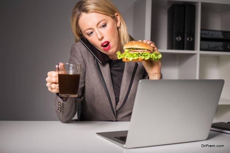 multi-tasking-while-eating