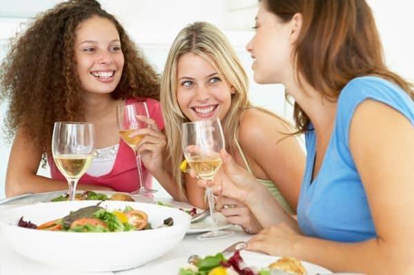 friends-drinking-wine-eating-dinner