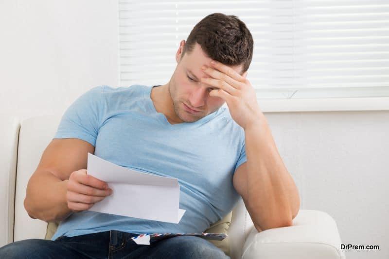 sad-man-reading-letter