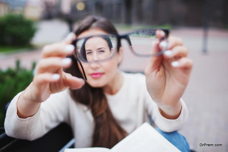 woman has Myopia