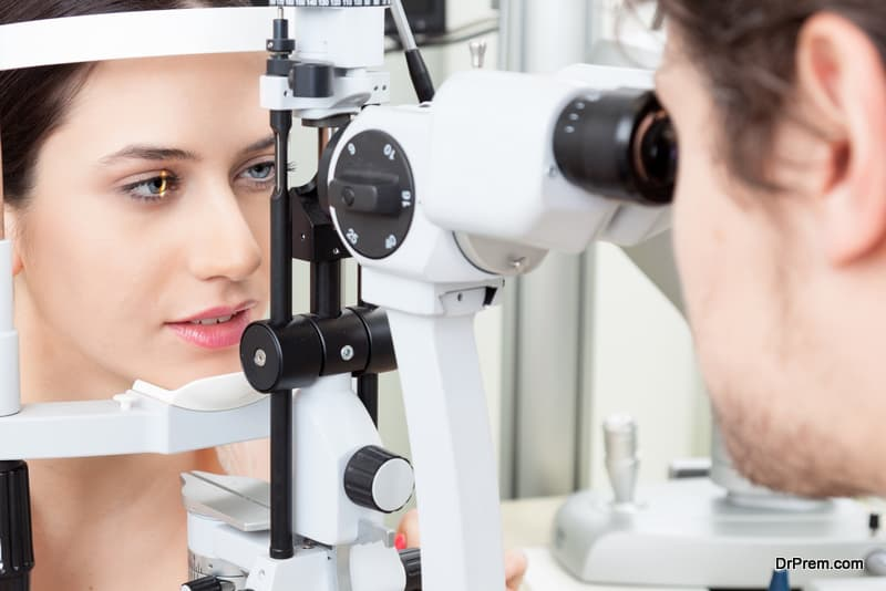 woman opted for comprehensive eye exam