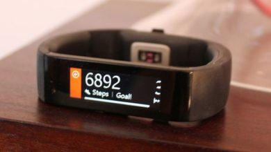 Photo of Microsoft Band tries being a smartwatch and fitness tracker without being either