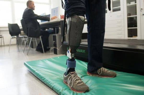 touch-stimulating artificial leg