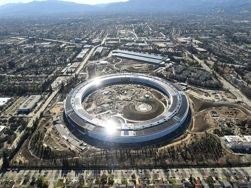 """Photo of 12 Amazing Facts About Apple's New """"Spaceship"""" Campus"""