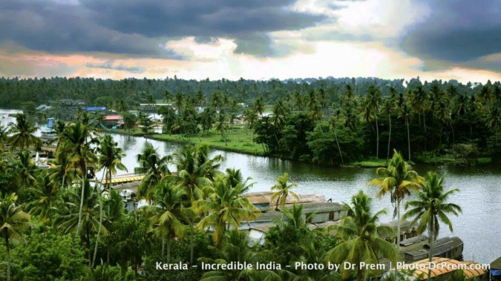 Here Are Some Pics Of Mesmerising, Green And Incredibly Beautiful Kerala - Dr Prem Jagyasi