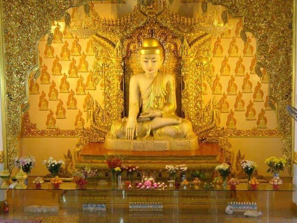 Burmese_Buddhist_Temple-White_Marble_Buddha