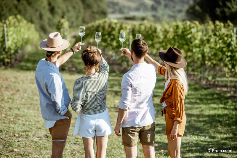 Friends on Enotourism