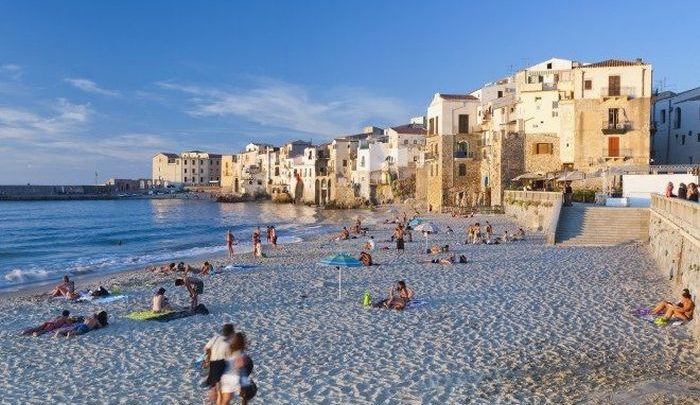 Summer holiday guide in Italy with beach resorts