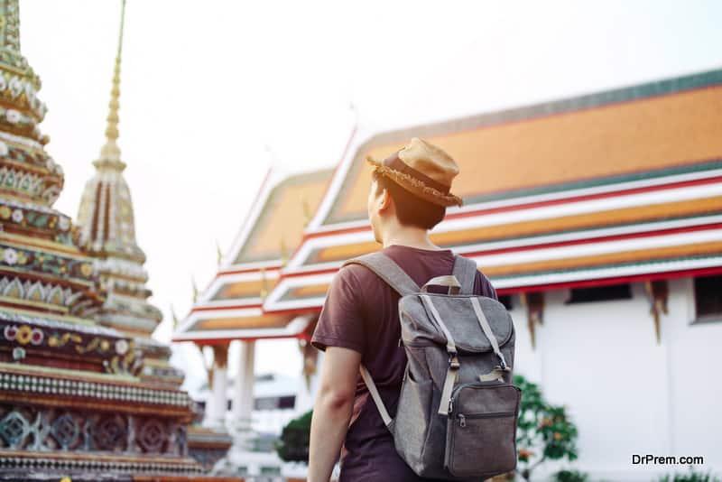 Asian-traveling-backpacker-in-Wat-Pho-in-Bangkok-Thailand