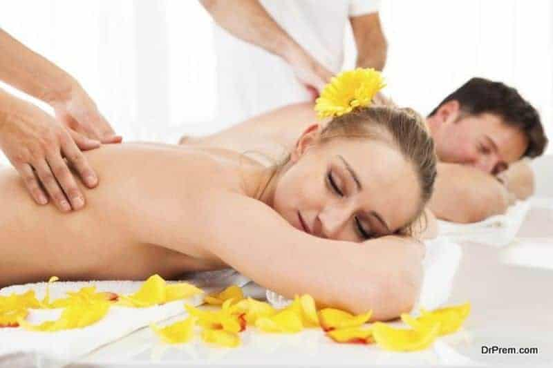couple-having-Massage-at-spa