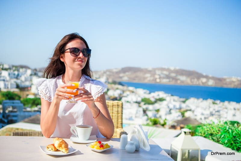 woman-at-restaurant-greece