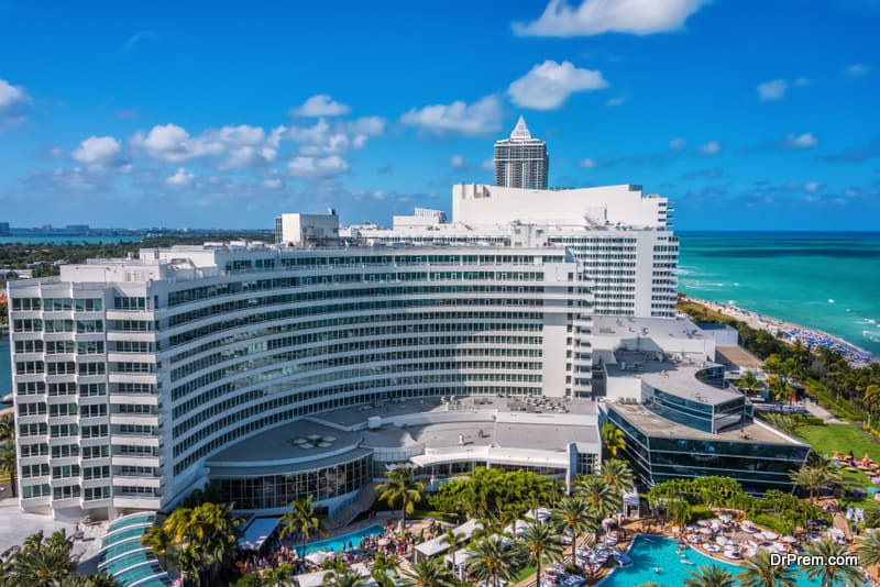 Stay at the Fontainebleau