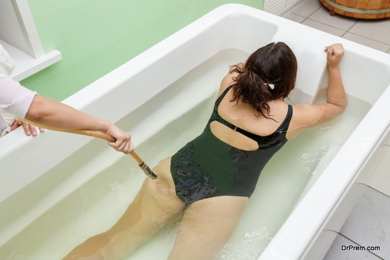 woman-in-bath-during-hydromassage