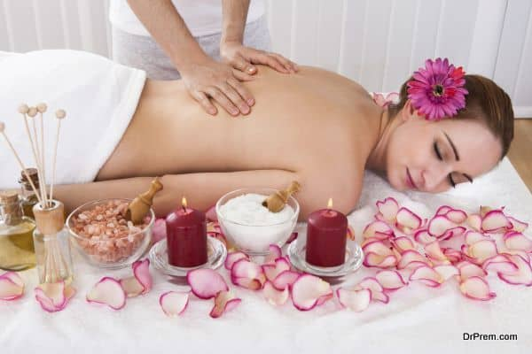lady receiving Aromatherapy (5)