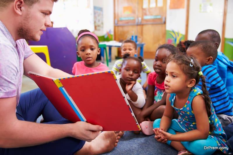 volunteer-teacher-reading-to-a-class