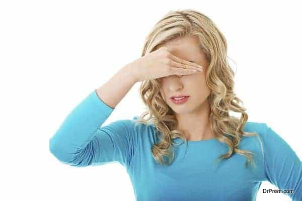 Woman with sinus pressure pain