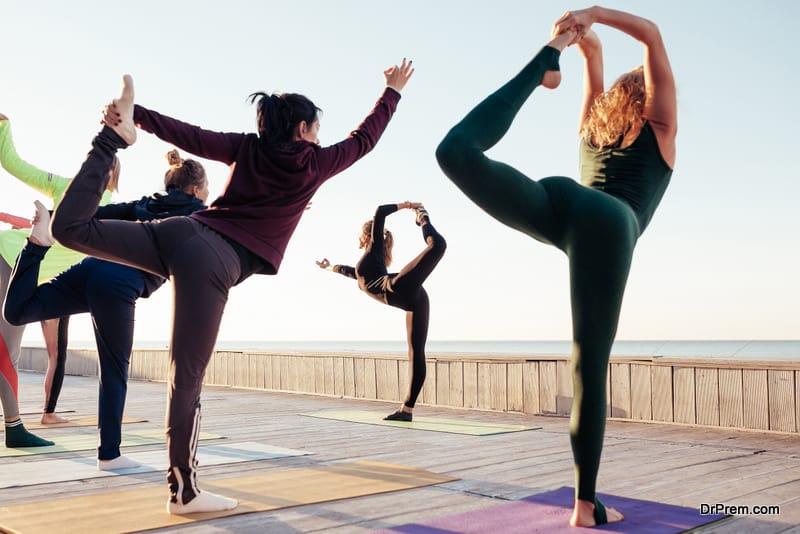 skilled-practitioner-teaching-yoga