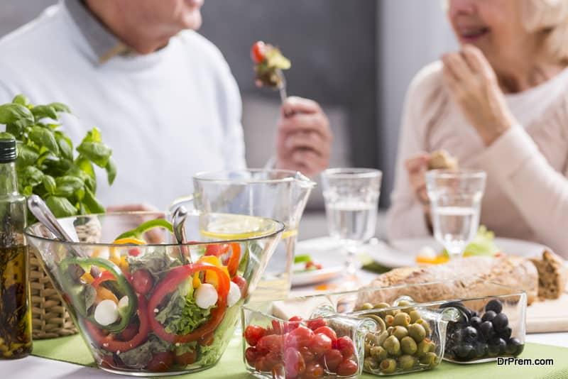 senior-couple-Eating-healthy