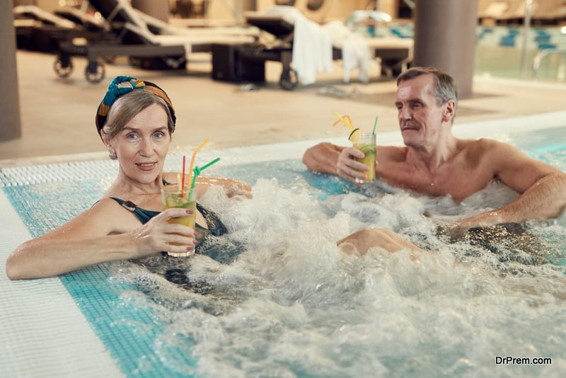 old-couple-at-a-wellness-resort