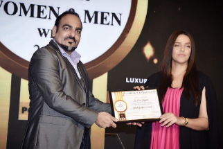 Dr Prem Recieved TOI Award from Actress Neha Dhupia